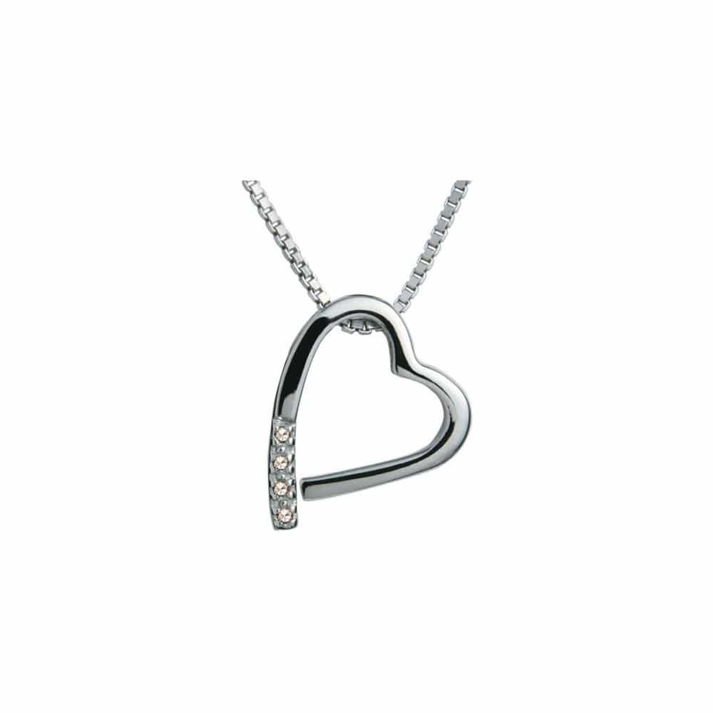 Stříbrný přívěsek ve tvaru srdce na řetízek.
