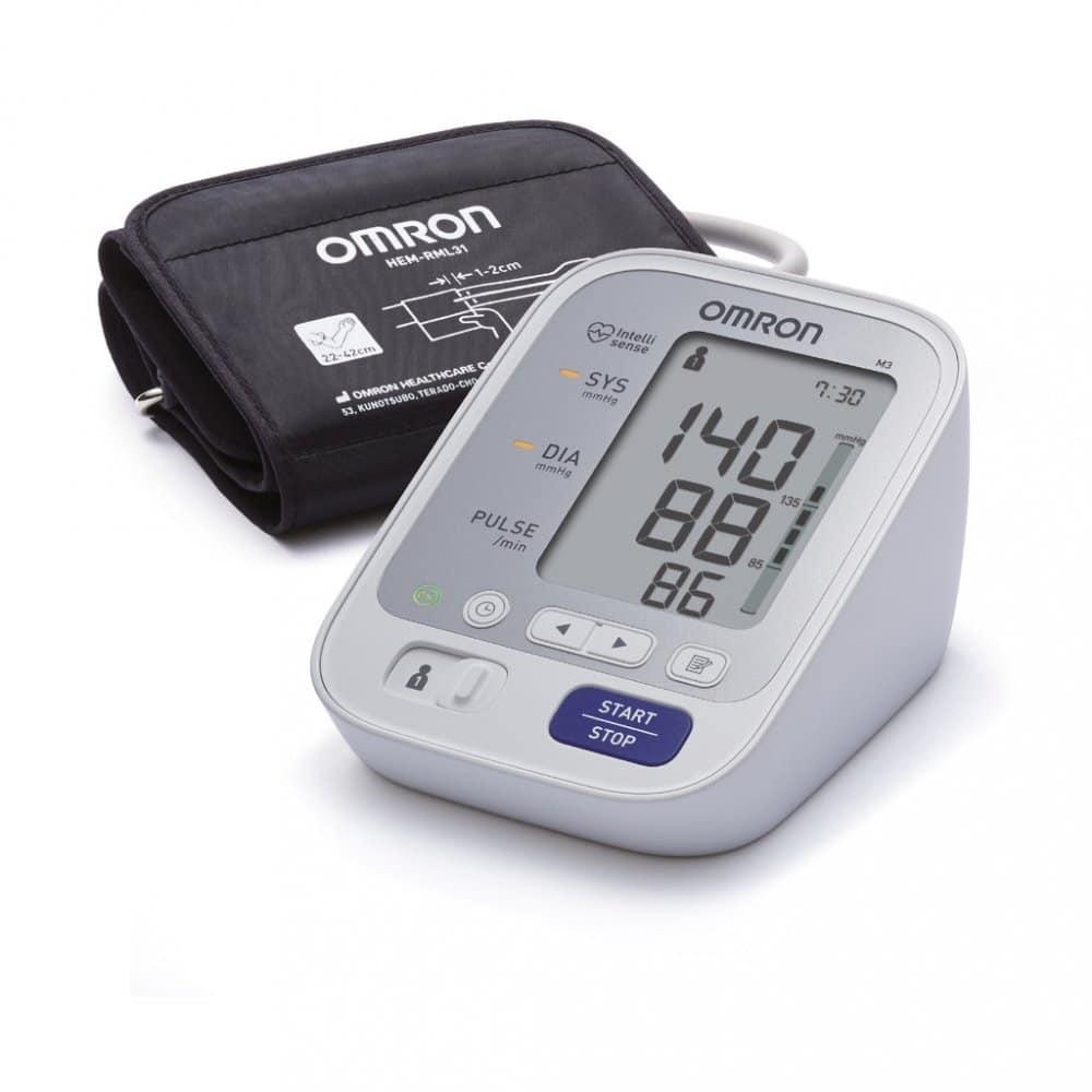 Měřič na krevní tlak pro seniory.