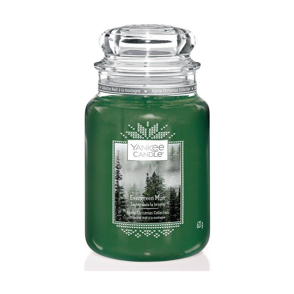 Zelená vánoční svíčka s vůní jehličí.